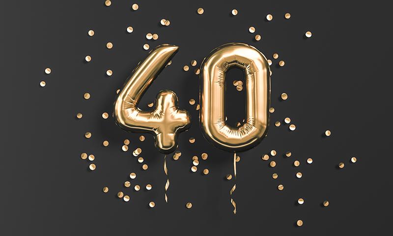 数字の40の形をした風船