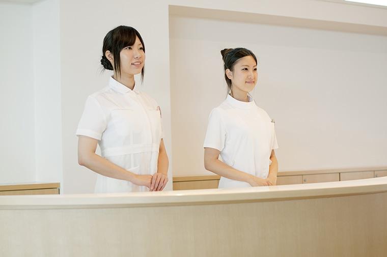 二名の女性スタッフ
